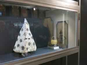 Maschera yahgan donata da Juan Calderon e cestino della signora Calderon (Chiara Giovetti x MC)
