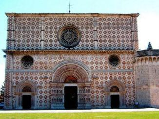 Santa Maria di Collemaggio-l'Aquila.(it.wikipedia.org)