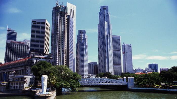 Singapore - La città e il Merlion. Metà leone e metà pesce e il simbolo della città. (Piergiorgio Pescali)