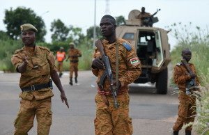 Soldiers of Burkina Faso's loyalist troops stand guard near the Naba Koom II barracks, the base of the Presidential Security Regiment (RSP) in Ouagadougou on September 30, 2015, within the visit of interim leader Michel Kafando. General Gilbert Diendere, the leader of a failed coup by RSP in Burkina Faso, was in talks on September 30 on handing himself in to the govement that his elite force tried to unseat, after troops stormed the putschists' barracks. AFP PHOTO / SIA KAMBOU / AFP / SIA KAMBOU