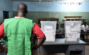 Scrutineers are at work during the counting of Burkina Faso's presidential election votes at a polling station in Ouagadougou on November 29, 2015. After Voters in Burkina Faso cast ballots on November 29 for a new president and parliament, hoping to tu the page on a year of turmoil during which the west African nation's people ousted a veteran ruler and repelled a military coup. AFP / ISSOUF SANOGO / AFP / ISSOUF SANOGO