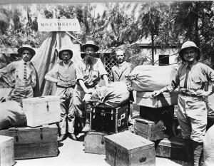 1925: verso la zambesia. Fratel Benedetto, padre Sandrone, padre Calandri, padre Luigi Perlo e padre Peyrani.