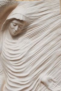 annunciazione - scultura presso il museo a cielo aperto in Provenza