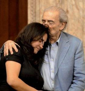 Juan Gelman e sua nipote Macarena nel Palazzo Legislativo di Montevideo il 21/3/2012